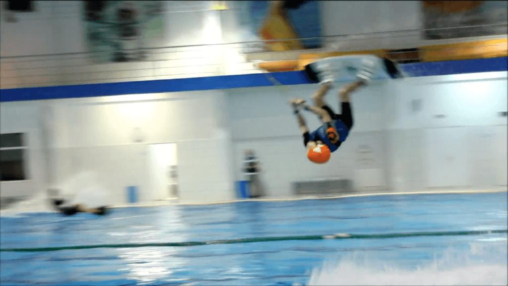 Видео вейкборд в бассейне